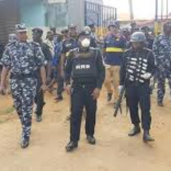 Lockdown: 'Hoodlums' break into shops in Lagos, Ogun, rob residents