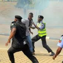 Robbers attack policemen at checkpoints, snatch AK-47 rifles
